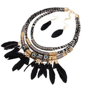 Преувеличенный новый набор ювелирных изделий из перьев, этнический Золотой многослойный комплект красных перьев с кисточками, комплект ювелирных изделий в африканском стиле