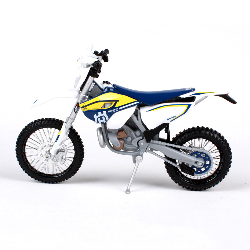 Купить с кэшбэком MAISTO Husqvarna FE 501 off-road 1:12 scale Motorcycle Diecast Metal Bike Miniature Race Toy For Gift Collection