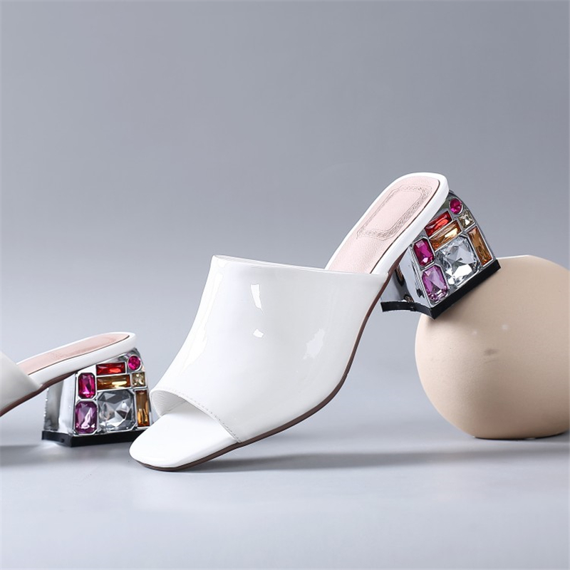 Ouqinvshen Peep Toe Red Summer Sandals Sexy Fashion Party Crystal Womens Slippers Outdoor Patent Leather Womens Shoes Large Size
