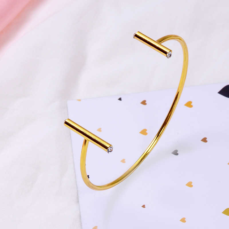 สุกี้ใหม่แฟชั่นผู้หญิงกำไลข้อมือเปิดขายร้อนทองแดงทองแดง Graceful T รอบเล็บสร้อยข้อมือเครื่องประดับสำหรับสาวของขวัญวันเกิด