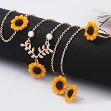5pcs/set Women Out Must-Have Fashion Sunflower Pendant Necklace Stud Earrings Ring Bracelet Jewelry Hot