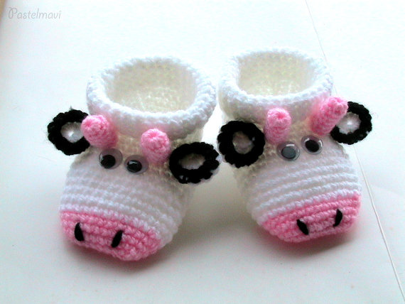 Baby Booties, Crochet beautiful cow baby shoe.