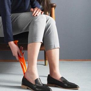 Image 5 - Della piuma di Scarpe Corno Liscia Squisita Materiale Flessibile Elegante Scarpa Sollevatore per la Casa Confortevole Scarpa Sollevatore