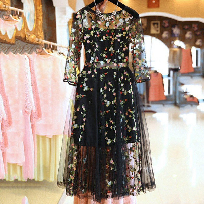 New Fashion Boho Vinyage Floral Embroideryc Runway Dress Casual See