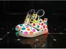 Garçons et filles lumière 2017 automne et d'hiver de nouveaux enfants chaussures de la peau lumière LED lumière pantoufles chaussures loisirs chaussures taille 21-30