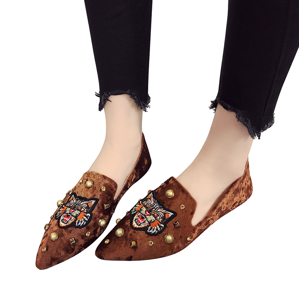 Summer Women's Flats Ladies Tiger Embroidery Suede Shoes Slip-On Casual Shoes High Quality Zapatos Mujer Women's Spring Shoes cresfimix zapatos women cute flat shoes lady spring and summer pu leather flats female casual soft comfortable slip on shoes