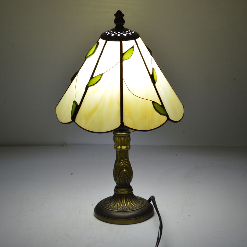 Stained glass lampshade tiffany table lamp fresh country for Glass bedside lamp shades