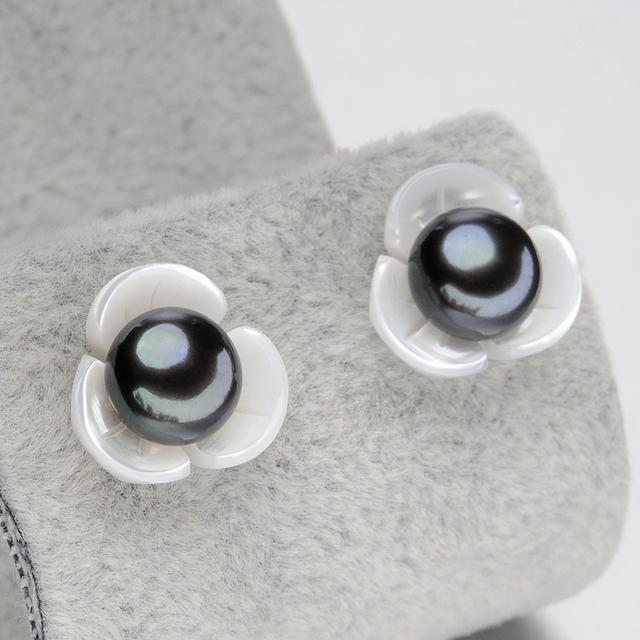 Women Black Pearl Stud Earrings