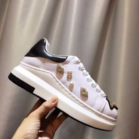 Woman Sneakers Gold Embroidered Animal Lips Woman Shoe Round Toe Woman Flats Crystal Embellish Chic Brand Super Star Casual Shoe