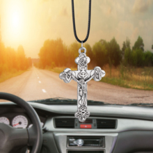купить Charms zinc alloy Jesus Crucifix Cross Car Rearview Mirror Decoration Car Pendant Automobiles Decor Ornaments Accessories Gifts по цене 128.31 рублей