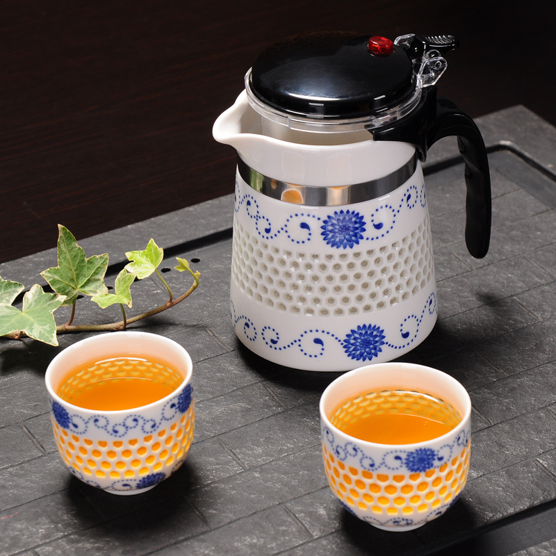 Travel China Kung Fu Tea Set 1 Teapot 2 Cups Blue and White Kettle Strainer Tea Filter Infuser Coffee Cup Drinkware Tea Cup