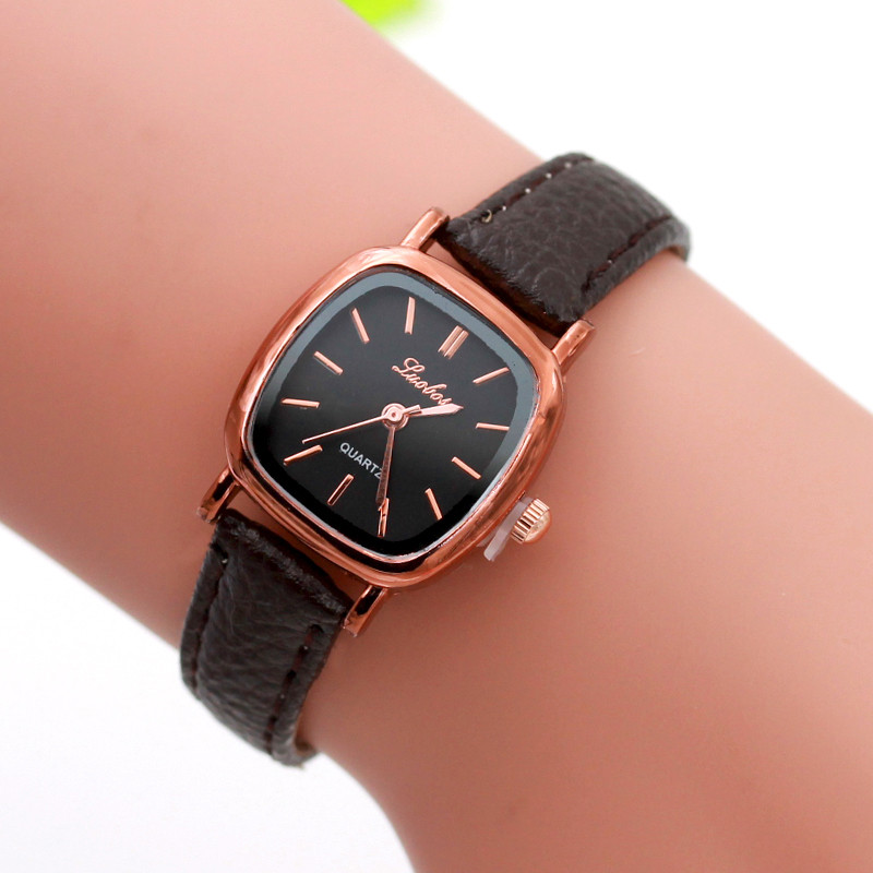 купить 2018 NEW Vogue Watches Women Fashion Square Small Dial Quartz Wrist Watch Elegant Ladies Casual Business Watches Clock Reloj #JO по цене 148.23 рублей