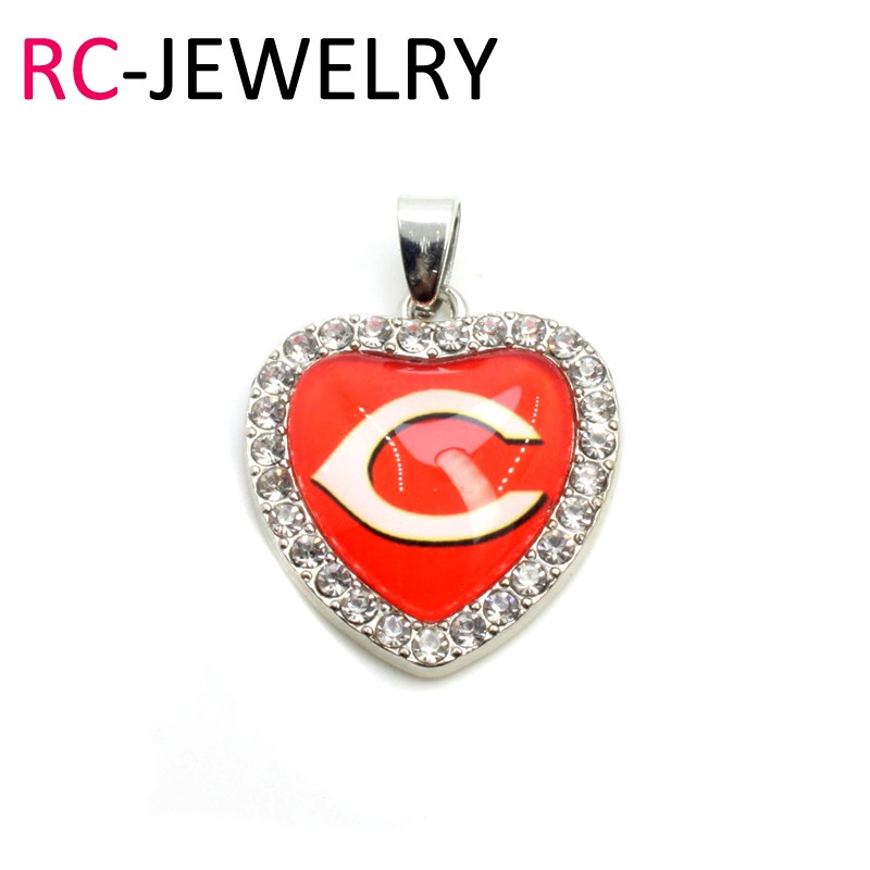 m018 Cincinnati Reds Dangle Charms Crystal Heart Baseball Charms DIY Bracelet/Necklace Jewelry Hanging Floating Charms