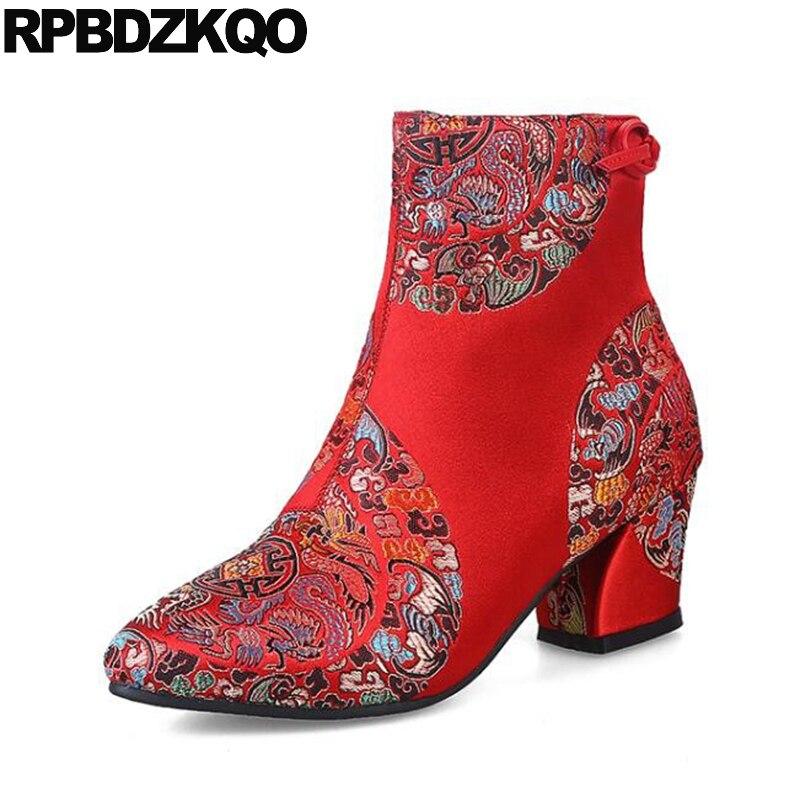 Свадебные Китайский Красный Заостренный Лодыжки Женщин Лук Обувь Вышитые Пинетки Для Новобрачных 2017 Блока Вышивка Высокий Каблук Стороне Zip Сапоги Сатин