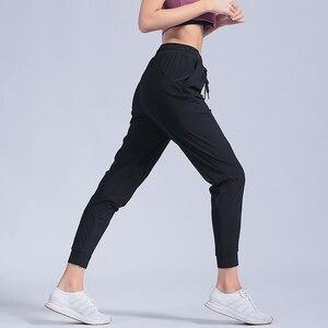 Image 4 - หญิงกีฬากางเกงไนลอนQuickแห้งกางเกงวิ่งกางเกงโยคะพ็อกเก็ตหลวมBreathableสตรีJogging