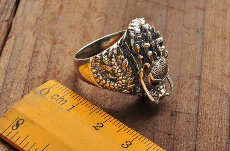 Measures of the 925 Sterling Silver Red Eyes Dragon Ring