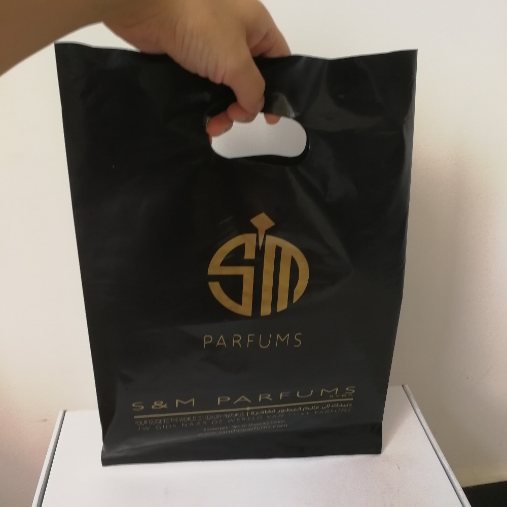 500 teile/los Benutzerdefinierte Geschenk Schwarz Kunststoff Einkaufstasche Gestanzte Kunststoff Tasche für Kleidung/Förderung Freies Verschiffen Viele Farbe zu Wählen-in Einkaufstaschen aus Gepäck & Taschen bei  Gruppe 1