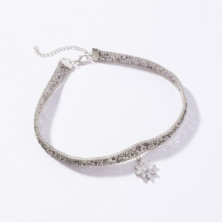 2019 Neue Persönlichkeit Schönheit Blume Halskette Weibliche Kristall Von Österreichischen Mode Schmuck Kurze Halskette Fit Frauen Für Party Hell In Farbe