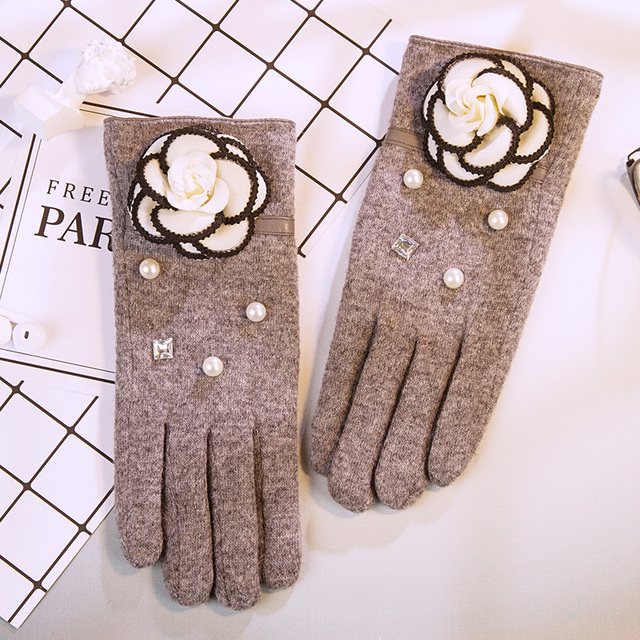 555c41a4a Winter Korean fashion cashmere mittens students warm plus cashmere thickened  points touch screen can be driven by car