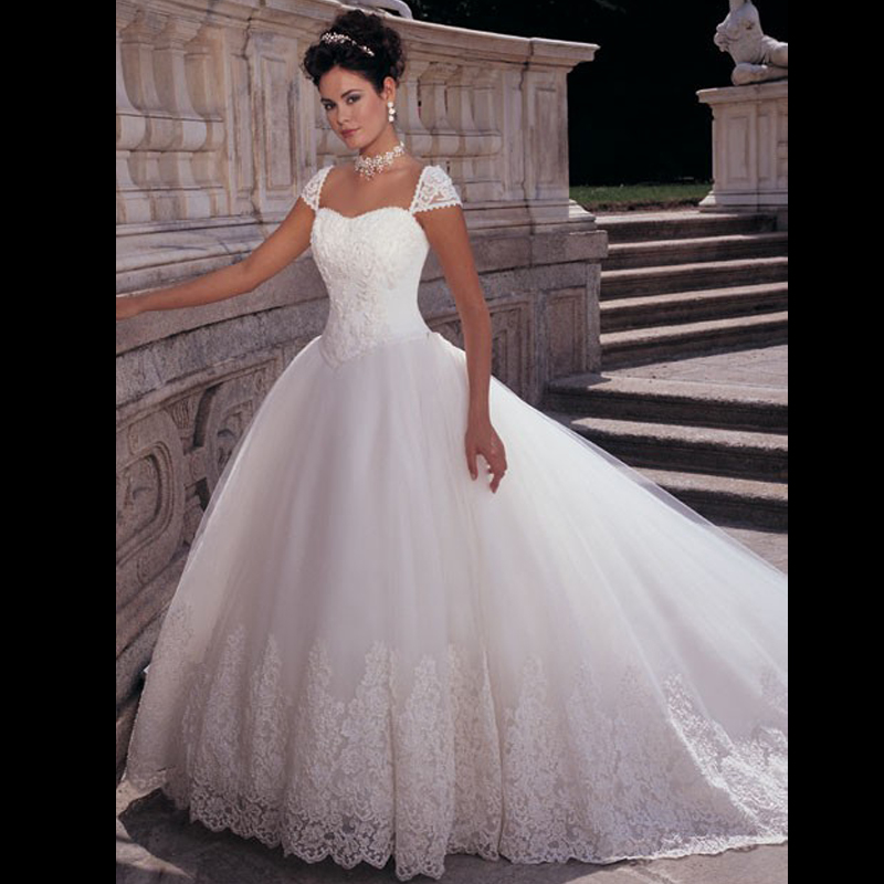 bb1fc9deef 2016 Classic Princess Style Cap Sleeve Beaded Pearls Appliqued Lace Puffy  Wedding Dresses White