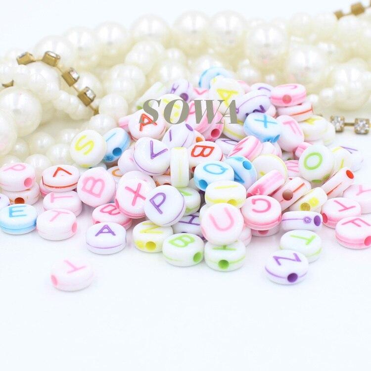 Frete grátis 6 mm 500 pçs lote rodada misto colorido Alphabet   carta  acrílico cubo Beads para DIY Loom borracha bandas charme pulseiras d0894ecfd02