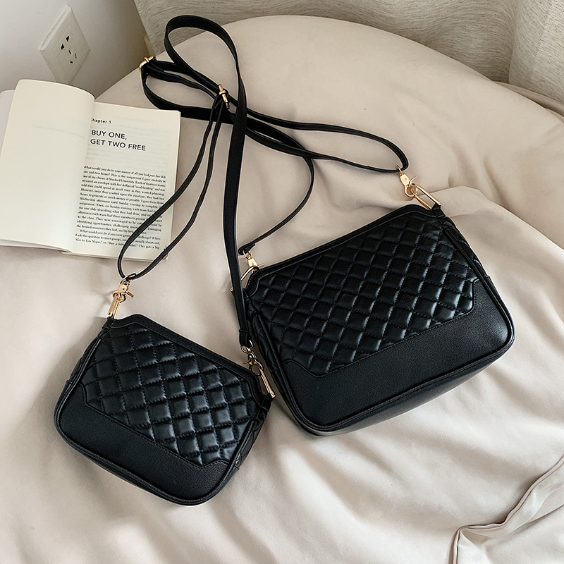 2019 PU Leather Women Messenger Bag Plaid Ladies Crossbody Bag Chain Trendy big Small shoulder bag Shopping Handbag black white