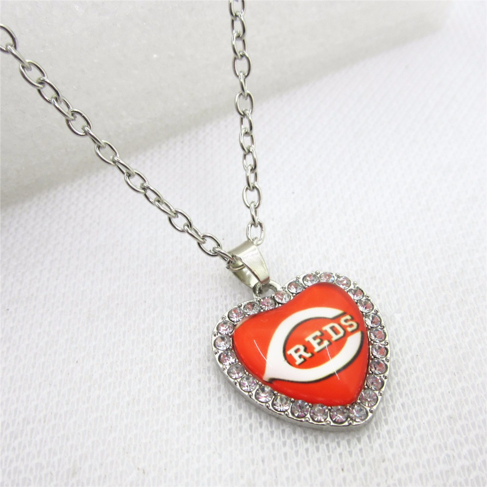10pcs Crystal Heart Cincinnati Reds USA Necklace Baseball Sport Necklace Pendant Charms with 50cm Chains Necklace Jewelry
