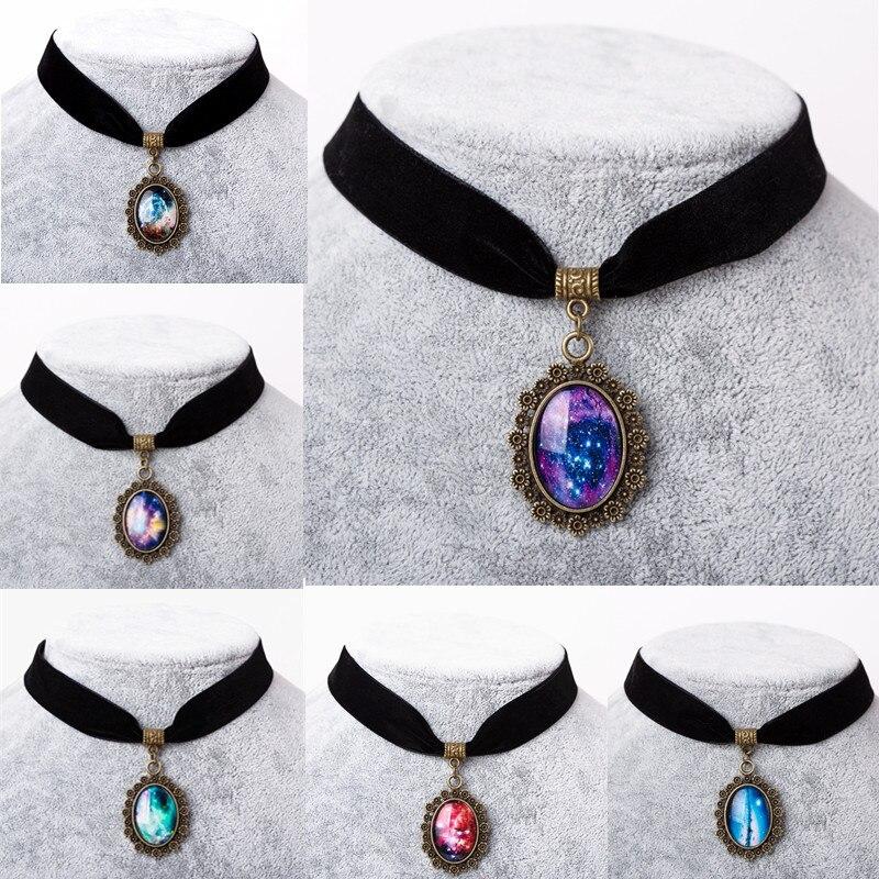 6 colores 2017 collares vintage stretch choker collar retro gótico elástico  estrella nebulosa galaxia Maxi Collares para las mujeres en Colgantes de  Joyería ... 71de54d2e620