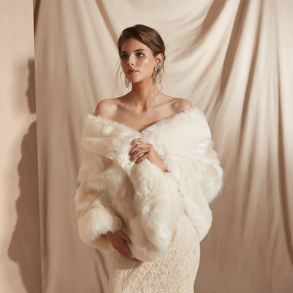 Купить с кэшбэком Warm Wedding Bolero Faux Fur Champagne Scarf Bridal Wrap Women 2020 Winter Cloak chaqueta mujer Cape 100% Real Photos