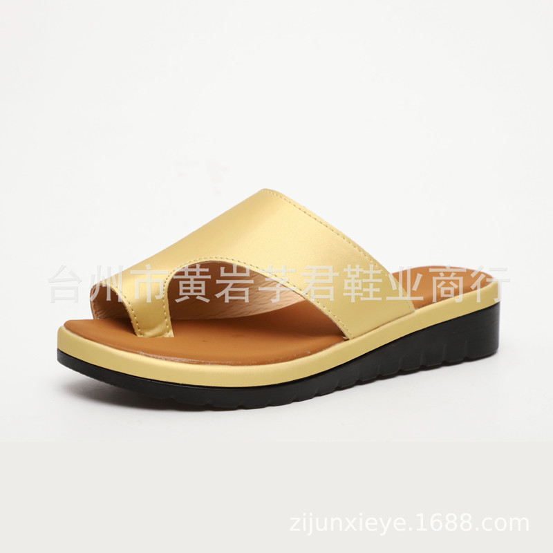 2019 speed sell cross border supply large size women 39 s shoes wish explosion models wear leather slippers foreign trade sets of t in Slippers from Shoes