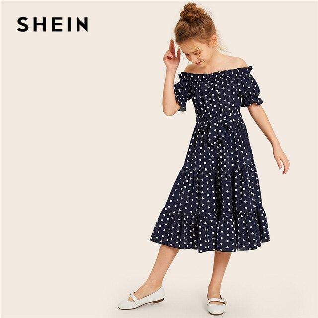 SHEIN Kiddie/милое темно-синее платье с открытыми плечами в горошек и оборками для девочек 2019 г. летние многослойные платья с короткими рукавами и оборками в стиле бохо