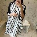Moda Negro White Stripes Impreso Bufanda Cuadrada de Seda Echarpe Foulard Mujer Pashmina Mantón Ponchos Y capas de Inverno Feminino