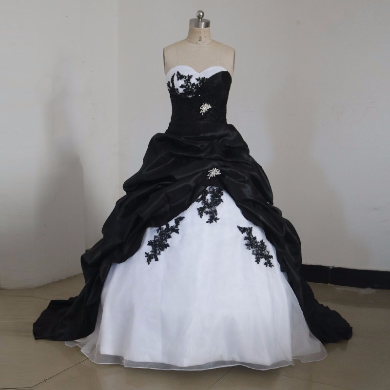Black And White Gothic Wedding Dresses 2019 Ball Gown Vintage Sweetheart Corset Back Taffeta Colorful Bridal Gowns Custom Made