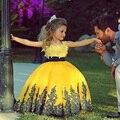 2017 Amarillo Bola Vestido Palabra de Longitud Niñas Vestidos Del Desfile Niñas Oro Appliques Baratos Muchachas de Flor Para las Bodas