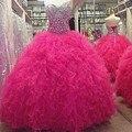 Lujo barato Fucsia Vestidos de Quinceañera 2017 Debutante Vestidos Para 15 Años Niñas Ruffles Con Gradas del Rhinestone Moldeado Vestido de Fiesta