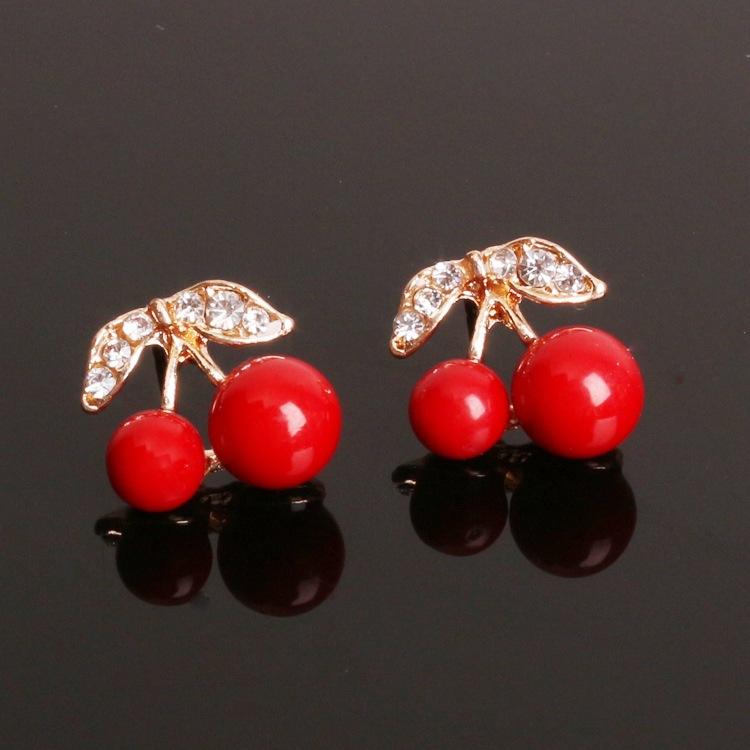 Вишневые серьги из смолы милые гвоздики металлические красные