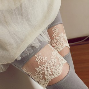 Min.order is $15 (mix order)New arrival 2011 modal lace decoration knee jack purcell ankle length trousers+Free Shipping067