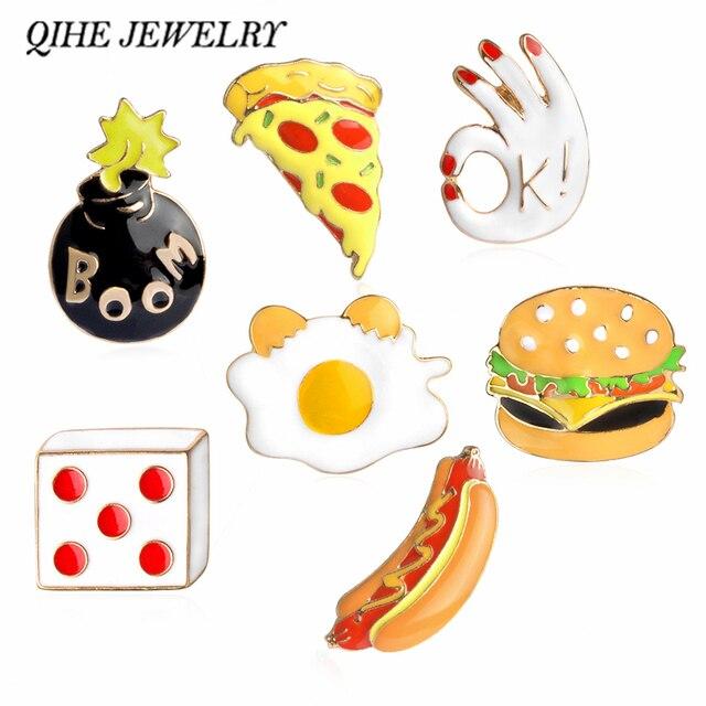 QIHE QH-GIOIELLI Pizza Hamburger Hot Dog In Camicia Uova Dadi Bombe smalto Pin Cappello Sacchetto Colletto Della Camicia Spilla Catena Fast Food gioielli