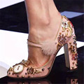 Moda Strass Horologe Decoração Mulheres Bombas de Salto Alto Do Vintage Feitos À Mão Pom Pom Fivela Calcanhar Quadrado Vestido de Noiva Sapatos Mulher
