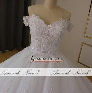 Image 2 - فستان زفاف أبيض عاري الكتفين لحفلات الزفاف 2019