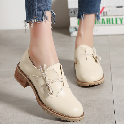 Small leather shoes female autumn 2018 new seasons wild thick with literary retro square with single shoes tendon bottom.