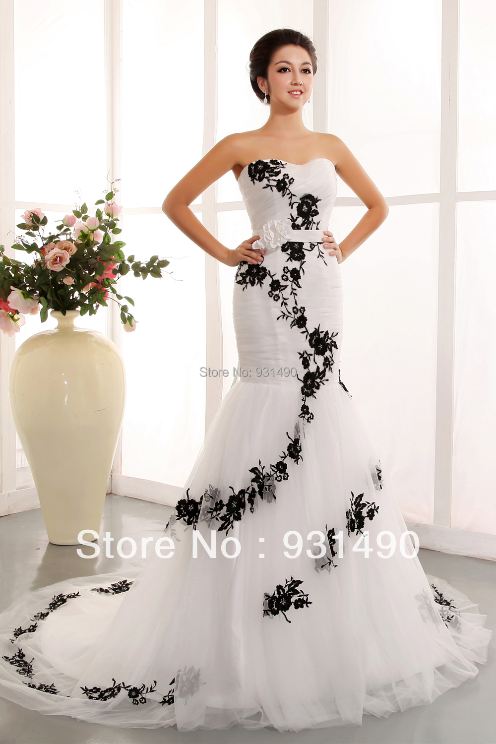 Hot Sale Strapless Sweetheart Black Embroidery Prom Bridal Gown