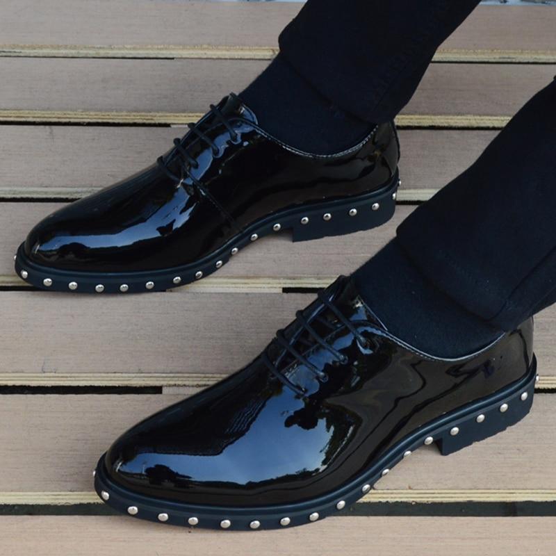 빈티지 지적 발가락 펑크 리벳 공식적인 드레스 신발 남자 결혼식 신발 봄 2019 사무실에 대 한 괜찮은 우아한 특허 가죽 신발-에서포멀 슈즈부터 신발 의  그룹 2