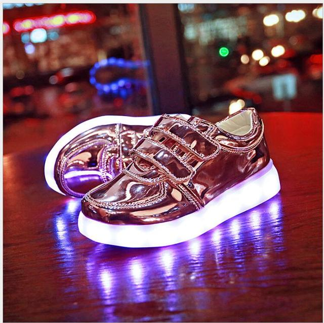 2017 New Fashion Kids Sneakers LED Luminous Boys USB Rechargeable Casual Shoes Girls Colorful Flashing Light Shoe Size 25~34
