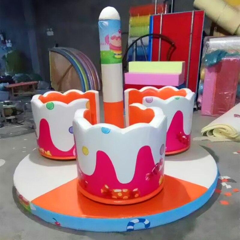 Jouets électriques mous électriques de jeu d'enfants tournant la YLW-INA18103 de tasse
