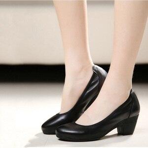 Image 3 - Ariari אמיתי עור נשים שמלת נעליים נוח רך עבודה גבוהה עקבים נעלי אלגנטי משרד ליידי עגול הבוהן משאבות גודל גדול 43