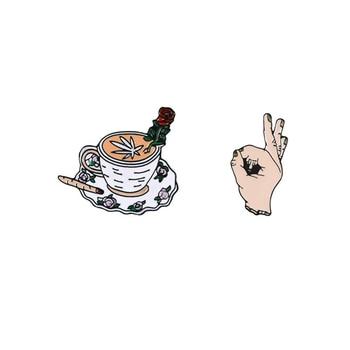 Taza de café rosa con personalidad, broche de alfiler de aleación con gesto OK y cigarrillo, regalo de joyería para cuello