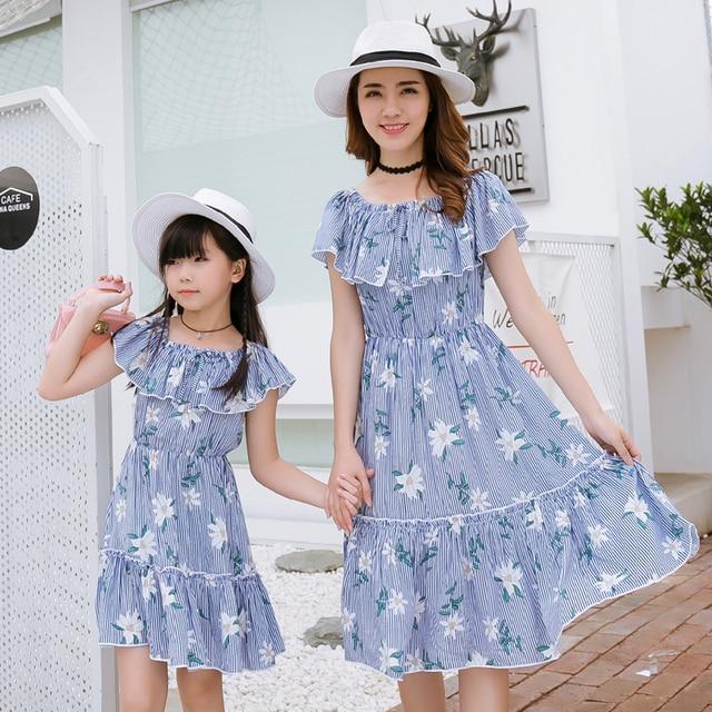 Vestidos mãe Filha Família Combinando Roupas de Verão Mãe Filha Vestido Listras Azuis Meninas Vestidos de Mulheres de Roupas Da Família
