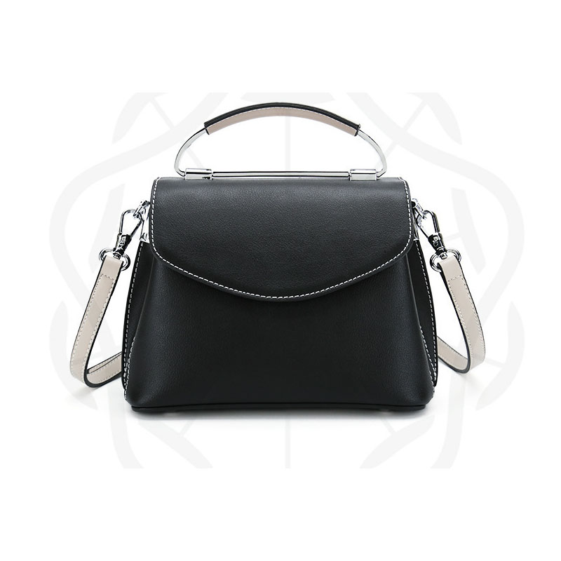New wave ladies leather bag Korean version of the wild leather cross paragraph square Messenger shoulder bag korean version of the first layer of leather vertical section square shoulder messenger bag in the bag fashion casual tassel lea