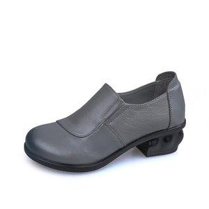 Image 2 - GKTINOO Primavera Outono Mocassins Moda 100% Couro Genuíno Sapatos Único Sapatos Casuais Macios Sapatos Rasos Mulheres Apartamentos Sapatos Mãe 35  40